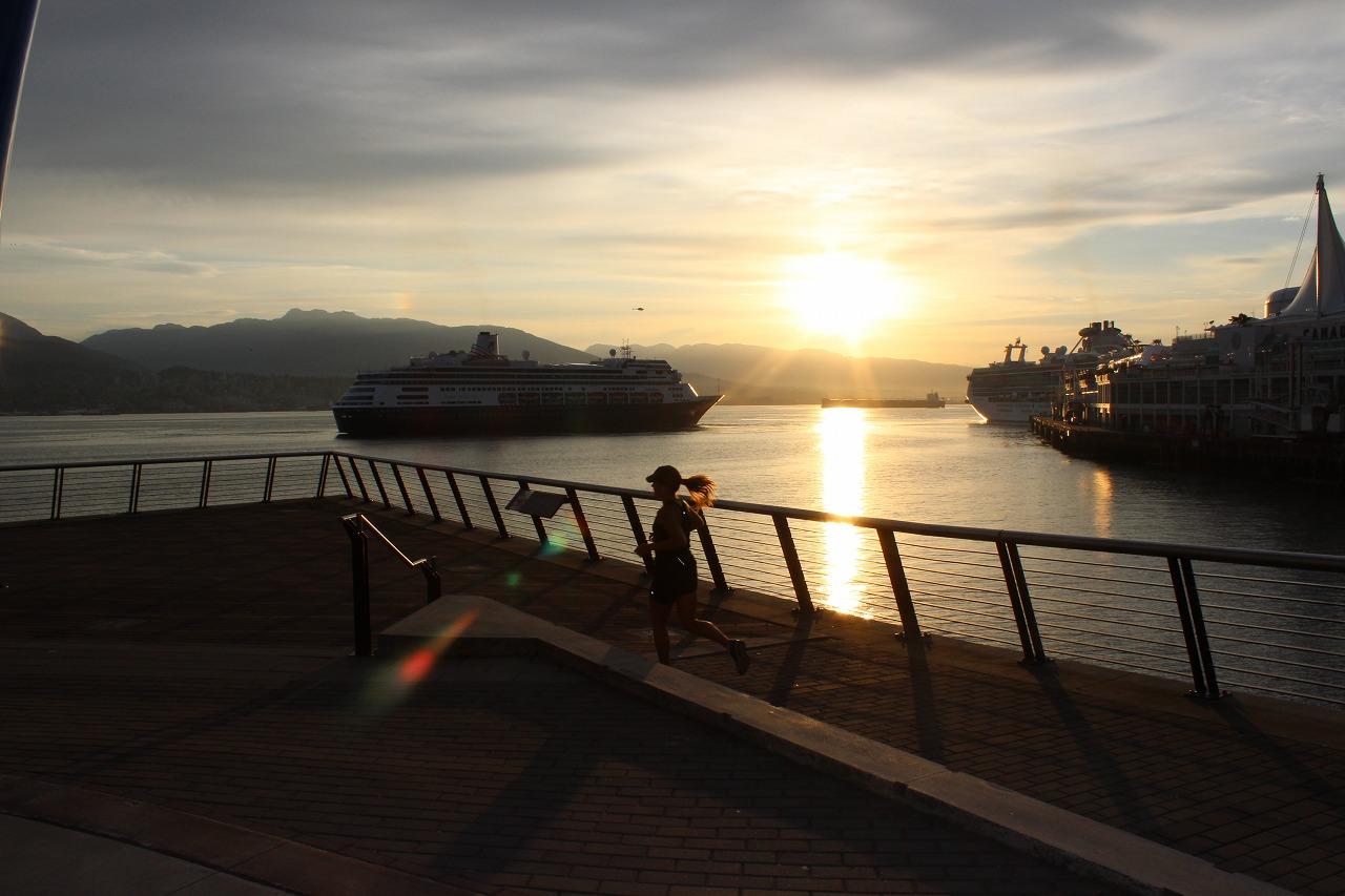 カナダプレイス22…朝日に映える豪華客船